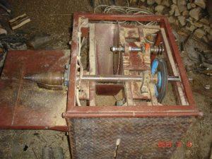 körfűrész és kúpos hasogatógép