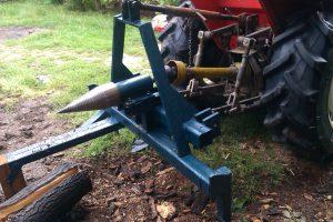kúpos hasító traktor