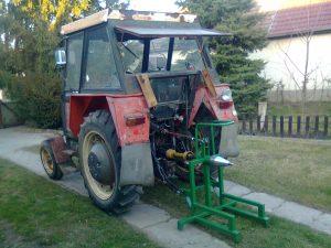 traktorral hajtott hasító